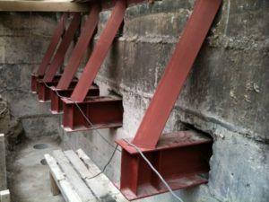 Как укрепить фундамент и обвязать цоколь дома