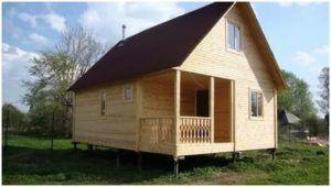 Для строительства бани на фундаменте из винтовых свай чаще всего выбирают деревянный брус.