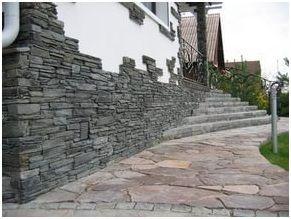Использование искусственного камня для отделки цоколя становится все более популярной благодаря тому, что данный материал устойчив к перепадам температур и деформации, а кроме того отличается длительным сроком эксплуатации и простотой монтажа.