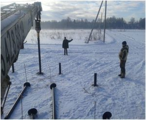 Монтаж мини-свай можно выполнять даже зимой.