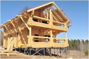 Деревянный дом на свайных винтовых фундаментах