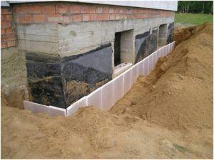 Использование пенопласта для утепления фундамента