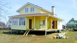 Дом из СИП панелей на свайном основании