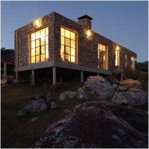 Дом на сваях можно построить в самых неблагоприятных условиях