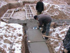 залить бетоном