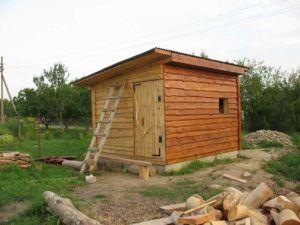 Деревянный сарай на фундаменте