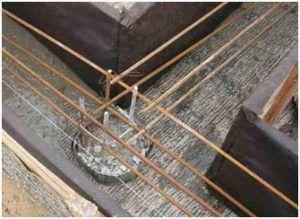 Соединение горизонтального каркаса с арматурой сваи