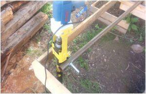 Для закручивания зачастую применяются специальные инструменты.