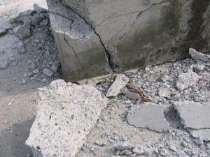 Фундаментный угол, разрушенный из-за воды