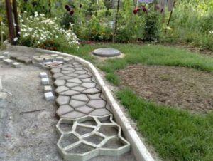 Тротуар, сделанный с помощью заводской формы