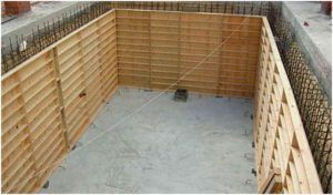 Процедура создания формы для заливки цемента не отличается высокой сложностью.