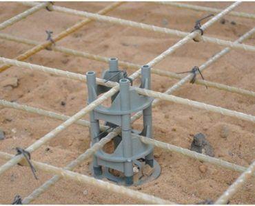 Каркас из пластиковых прутьев под заливку фундамента