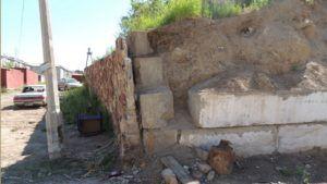 Разрушенная стена из ФБС