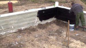 Совмещенный фундамент может использоваться на любом рельефе.