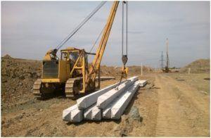 Выполнить все процедуры по забивке составных столбов можно без привлечения специалистов.