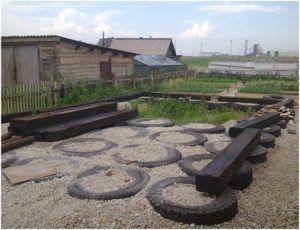 Шпалы могут также применяться для возведения гаражей или сараев.