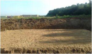 Вид песчаной подготовки монолитной плиты фундамента